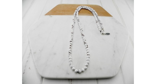 White Mottled Resin and Silver Bead Necklace
